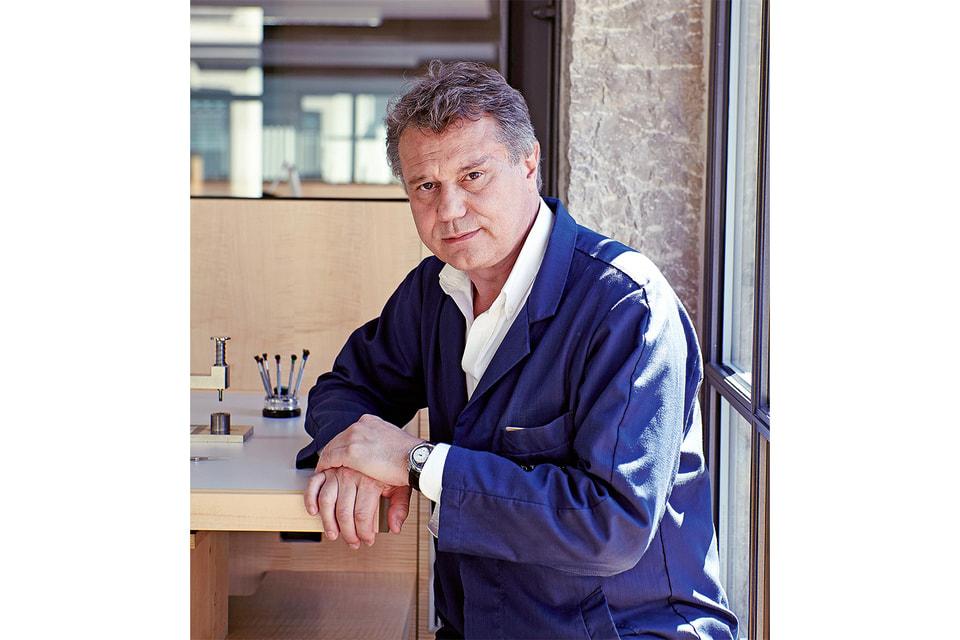 Бескомпромиссный мастер в вопросах мужской часовой механики, Журн создал на своей мануфактуре в Женеве женские часы Elegante с удобным в эксплуатации электромеханическим «сердцем»