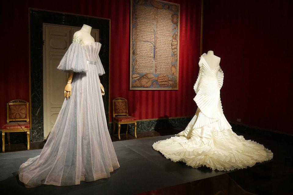 На выставке  представлены и платья Yanina Couture из Ballet Collection весна-лето 2016
