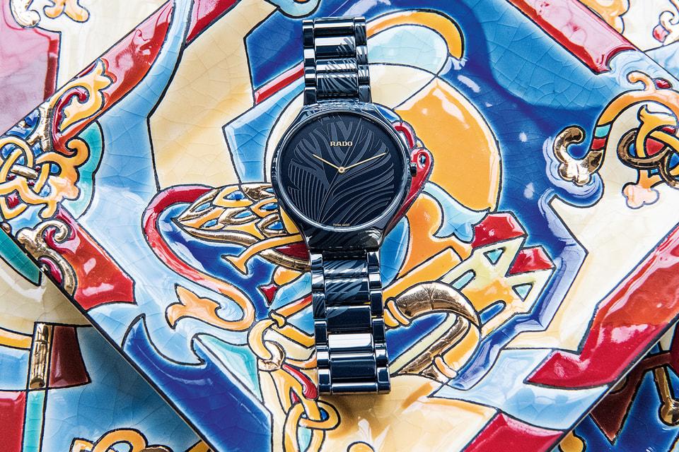 Российская художница Евгения Миро наградила облик часов Rado True Thinline My Bird свойственной ей эстетикой символизма и философским смыслом