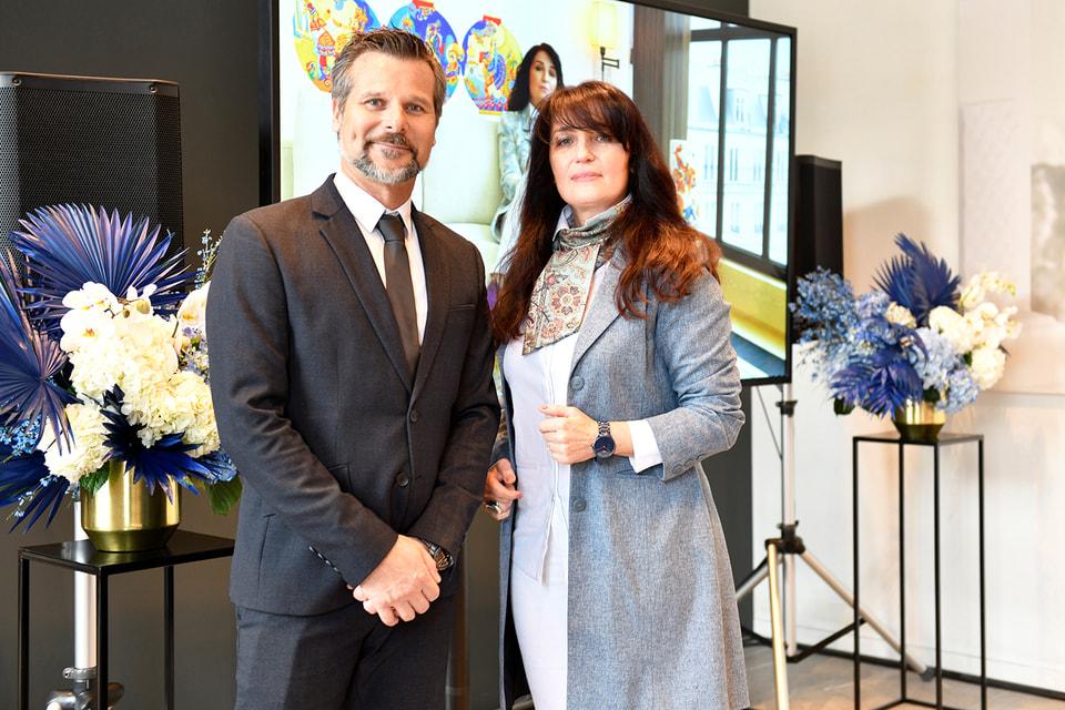 Дизайнер и художница Евгения Миро и вице-президент Rado Хаким Эль Кадири на презентации модели Rado True Thinline My Bird в салоне «Интерьеры Экстра Класса»