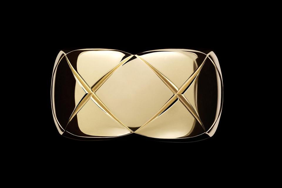 Кольцо Chanel  из 18-каратного  золота  декорировано, как и все изделия коллекции  Coco Crush, «стеганым» узором matelassé