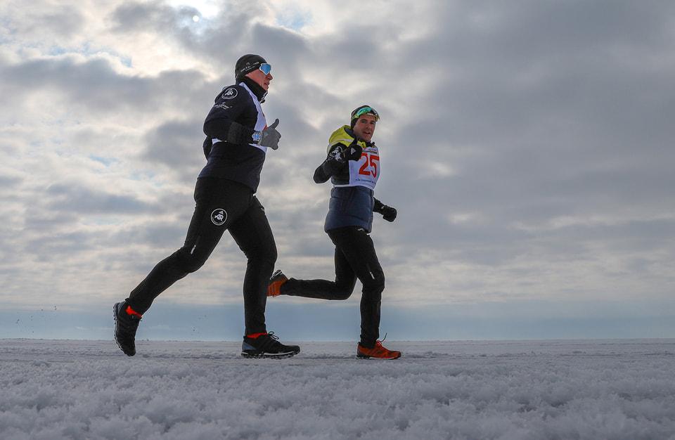Вице-президент по продажам Carl F. Bucherer  Лоран Лекамп и друг часового бренда, бизнесмен и спортсмен Владимир Волошин  во второй раз приняли участие в XV Байкальском ледовом марафоне