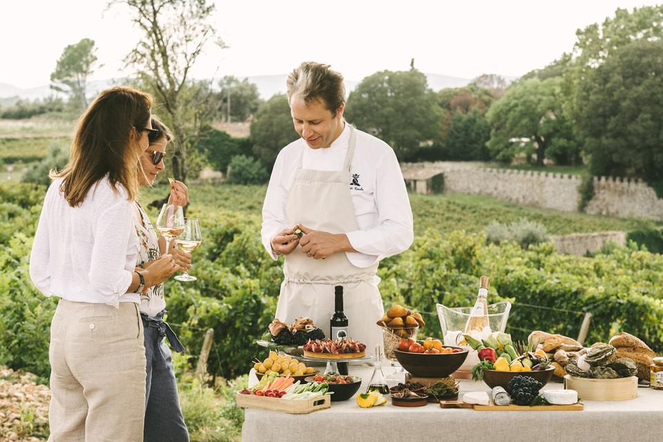 В программе тура запланирован пикник от обладателя звезды Мишлен,  бренд-шефа отеля Grand Hôtel du Cap-Ferrat's