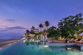 Пляжная зона при отеле The Seminyak Beach Hotel & Spa