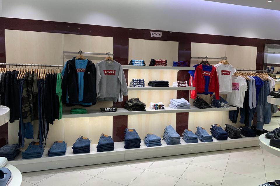 Сейчас в  Rendez-Vous представлена одежда  Levi's, а позже появятся и другие коллекции