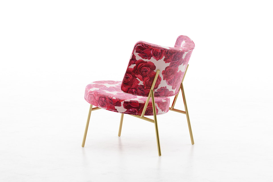 Бархатное кресло с металлическим каркасом  из коллаборации Blumarine и  Calligaris