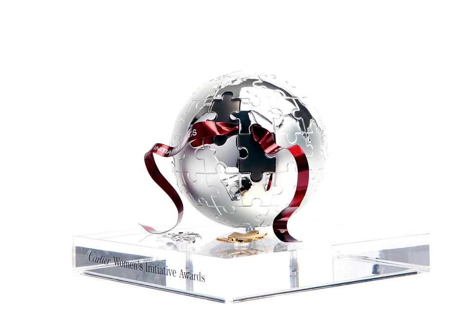 Символический приз конкурса – земной шар в видепазла, куда каждая женщина может добавить свой элемент