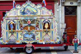 Такие автоматические органы когда-то украшали ярмарки французских городов