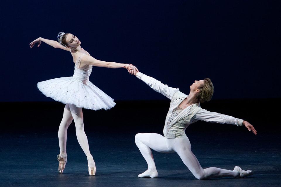 Балет Джорджа Баланчина «Драгоценности» был поставлен на сцене Большого театра в 2012 году при поддержке Дома Van Cleef & Arpels