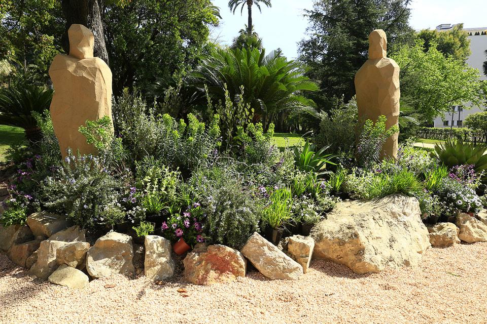 На фестивале будет представлено множество видов и сортов растений, уникальных для средиземноморского климата, а также проекты ландшафтов для сада
