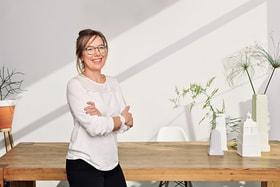 Испанский дизайнер Инма Бермудес стала еще одной женщиной – автором часов Rado True Thinline Gem и привнесла в их облик эстетические коды, характерные для ее работ из фарфора