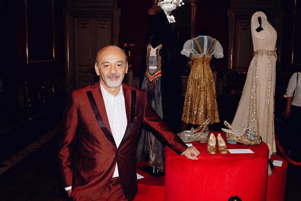 Кристиан Лубутен посетил балет в Большом театре «Анна Каренина» в постановке американского хореографа Джона Ноймаера и представил экспозицию с отреставрированными театральными костюмами