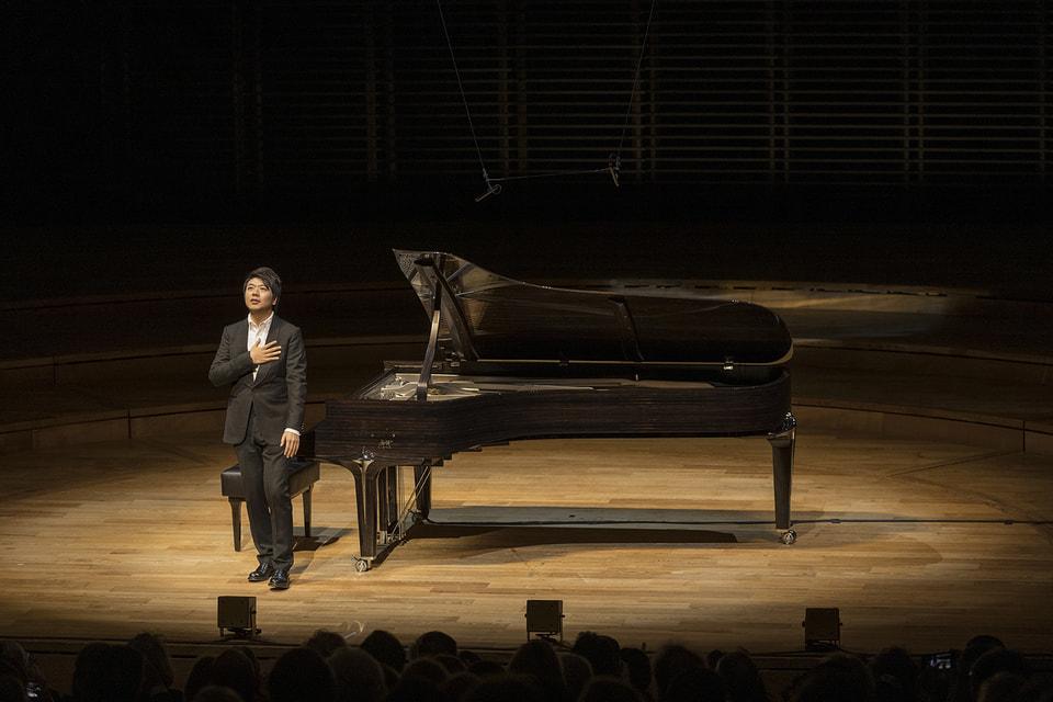 Рояль назван в честь пианиста по имени  Лан Лан. По случаю презентации инструмента он  сыграл хиты из своей программы