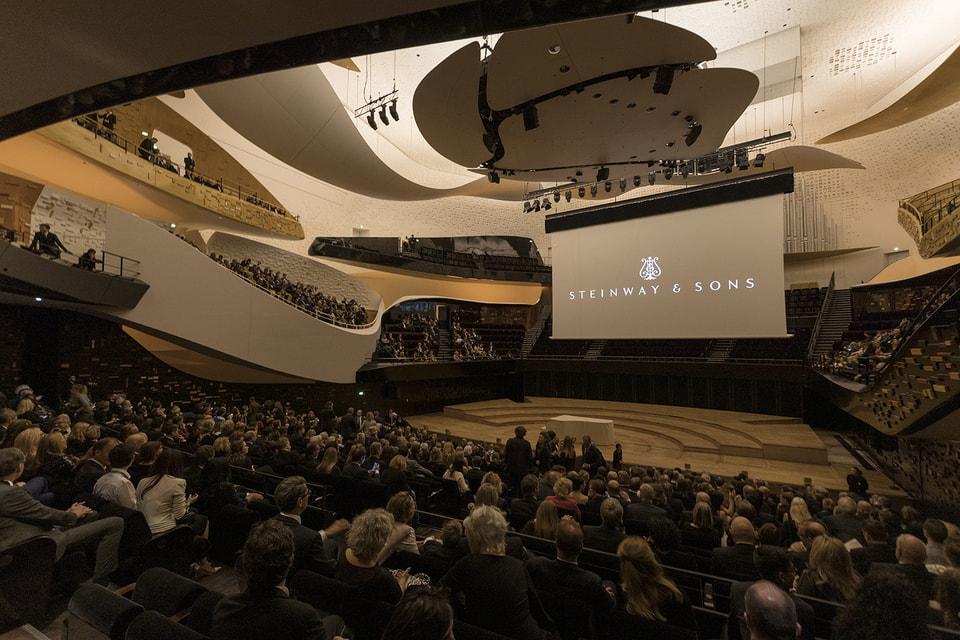 Необычный концерт на удивительном инструменте состоялся в Парижской филармонии