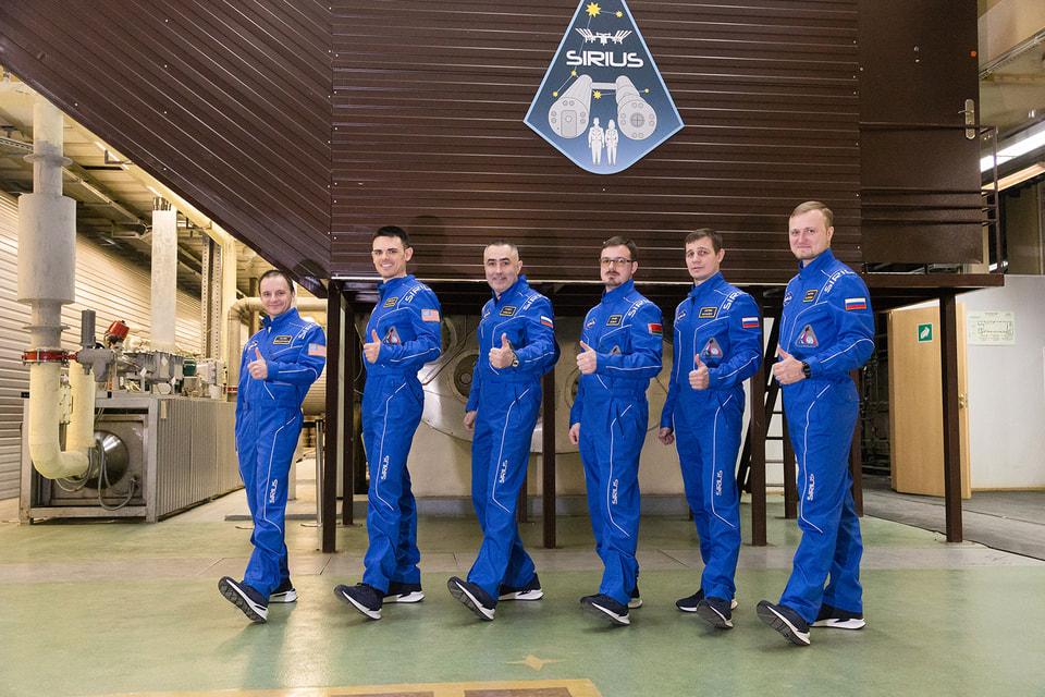 Участники проекта  Sirius-19 готовятся к полету на Луну в кроссовках  Dino Bigioni Sport