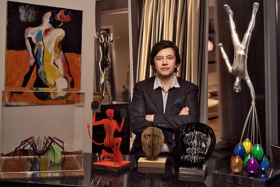 Василий Клюкин позиционирует себя как архитектор, писатель и скульптор