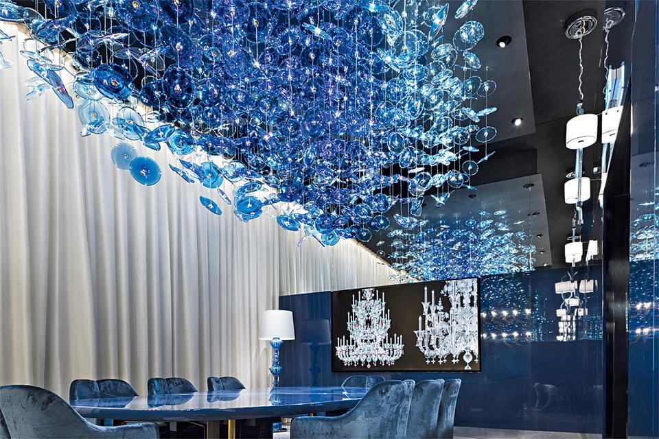 В обновленном бюро Calvi Brambilla палаццо Barovier (где 1-й этаж доступен для всех зрителей, а на 2-й и 3-й могут попасть только покупатели) демонстрируются лучшие произведения Barovier & Toso