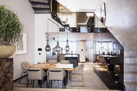 В цокольном этаже лондонского дома Ю. Соловьевой расположились гостиная и кухня