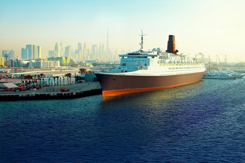 Океанский лайнер Queen Elizabeth 2 (QE2)
