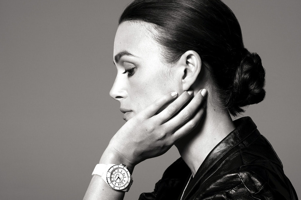Актриса Кира Найтли, давняя и верная посланница стиля Chanel, представляет новую модель часов J12
