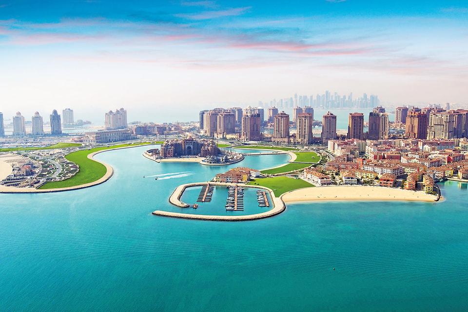 Остров Перл Катар (в центре)