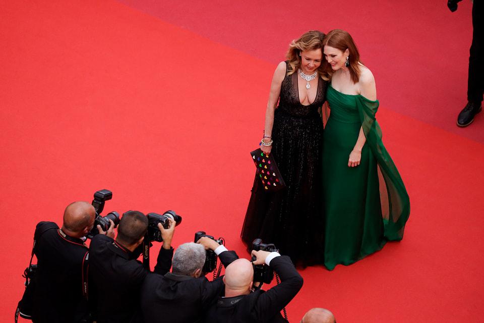 Каролина Шойфеле, сопрезидент Chopard,  и актриса Джулианна Мур на открытии Каннского кинофестиваля 2019