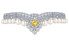 Louis Vuitton, браслет из коллекции Conquetes Regalia, жемчуг южных морей, белое золото, бриллианты и желтый сапфир