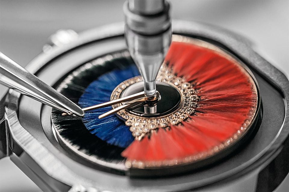 Перенесенный на циферблат Dior Grand Bal Couture ротор украшают и кутюрными, и ювелирными способами