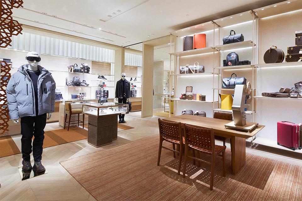 Зона мужских аксессуаров бутика Louis Vuitton