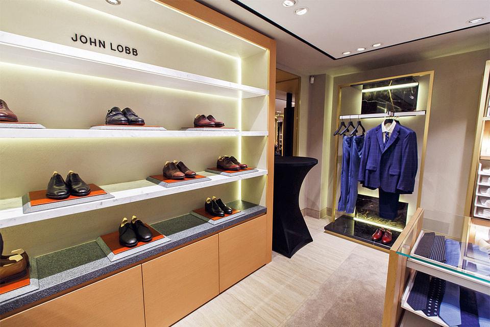Корнер John Lobb теперь часть и нового бутика St-James