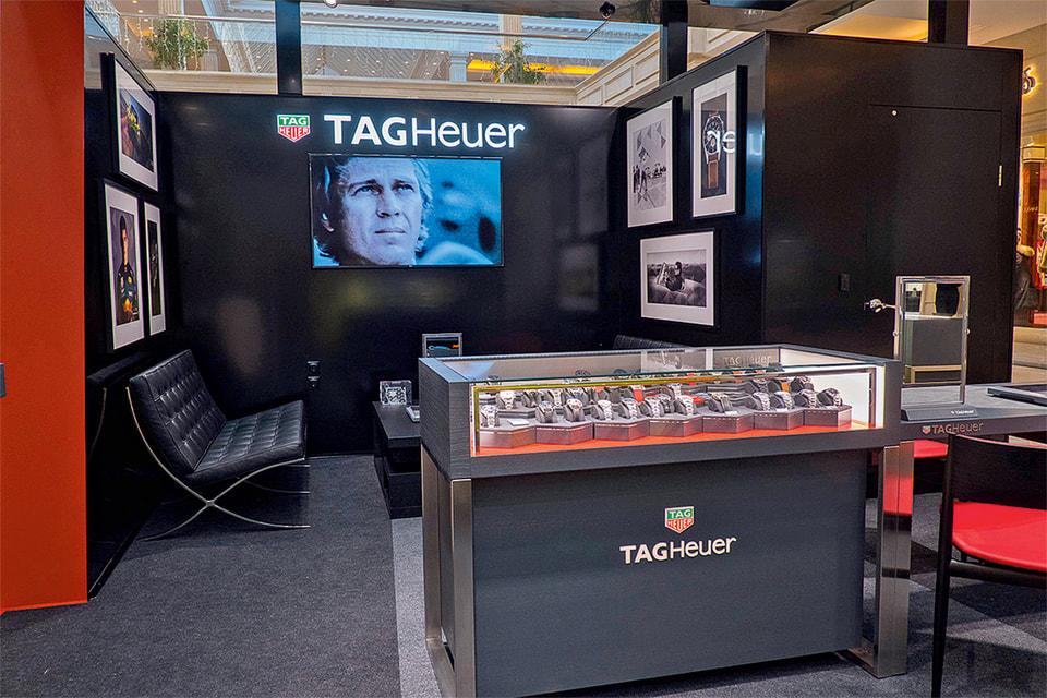 Бутик – гоночный бокс часового бренда TAG Heuer обыгрывает автомобильную тематику