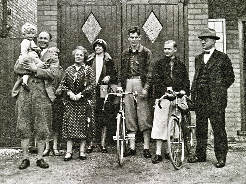 Основатель фирмы Уильям Рэтбоун Пэшли с семьей