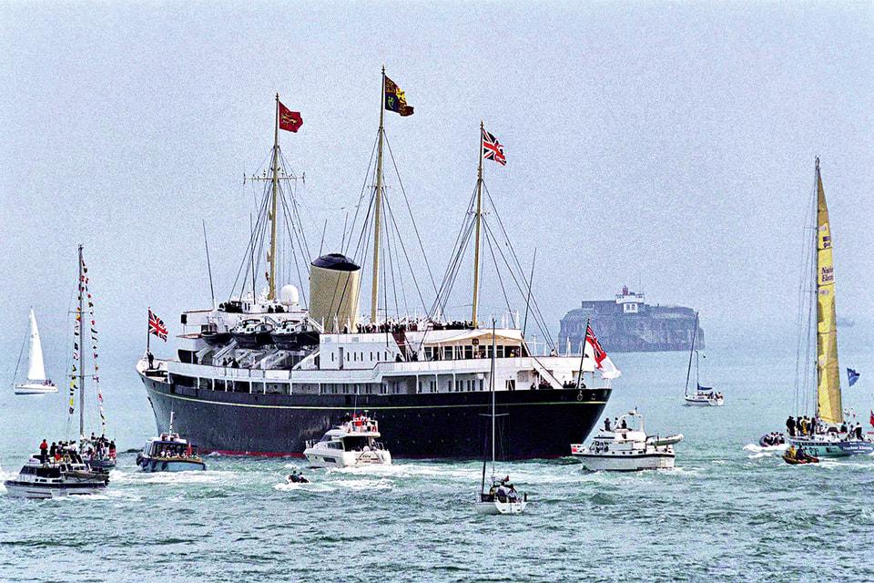 Яхта с королевской семьей на борту отправляется из Портсмута в традиционный круиз вокруг западных островов Шотландии