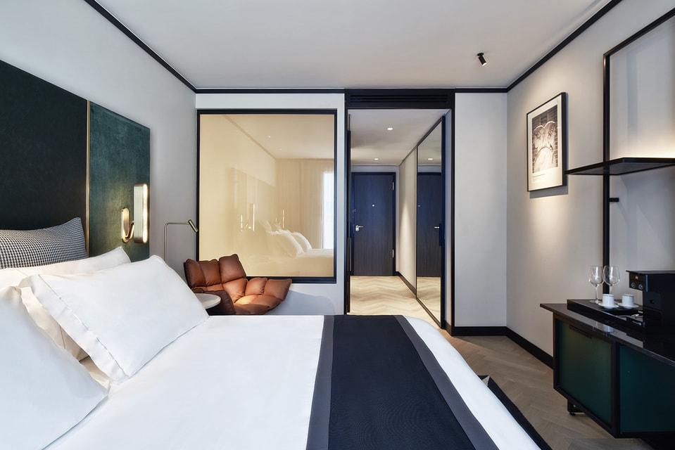 В каждом номере философского отеля предусмотрено место для чтения и гносеологических размышлений