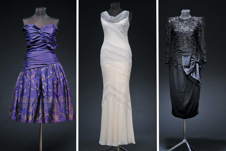 Слева-направо: Платье Laura Ashley 1980-е гг.; Платье Сhristian Dior — эпоха Джона Гальяно, 1990-е гг.; Платье Yves Saint-Laurent, 1980-е гг.