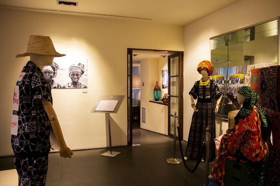 В рамках выставки «Хлопковый путь» отель Gallery Hotel Art поддерживает благотворительный фонд #milaforafrica. Посетители, которые приобретут одну из работ, внесут лепту в развитие Африки
