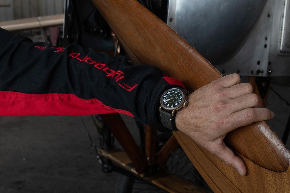 На руке спортсмена время полета отсчитывал хронограф Zenith Type 20 Chronograph Adventure