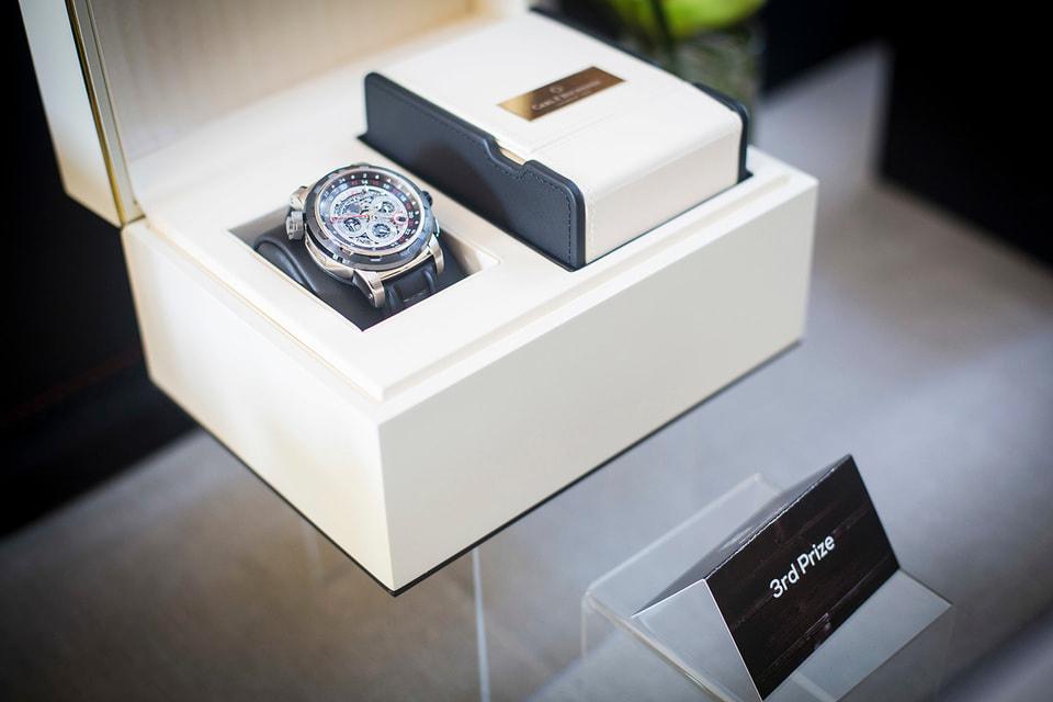 Одним из призов покерного турнира стали часы Patravi TravelTec 4X от швейцарского часового бренда Carl F. Bucherer