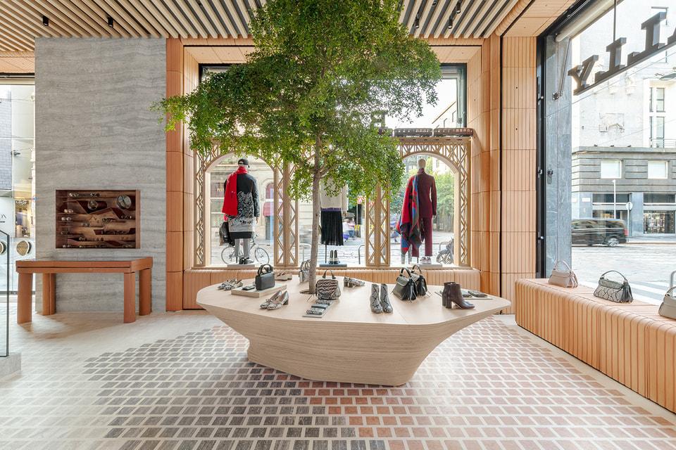 В центре флагманского бутика Bally Haus – стол в форме обувной колодки
