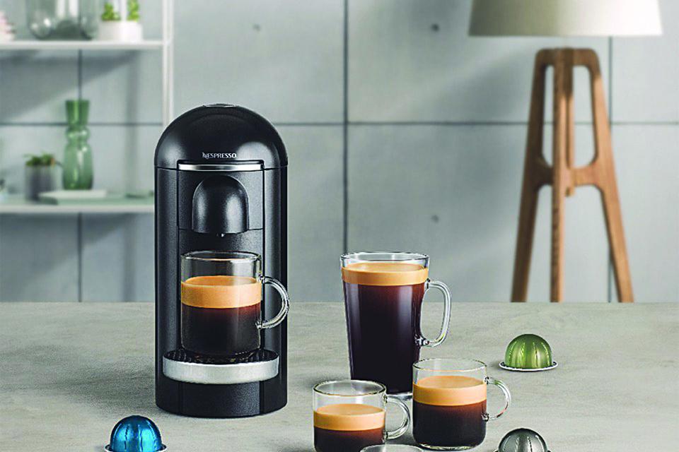Капсула раскручивается в кофемашине, как в центрифуге