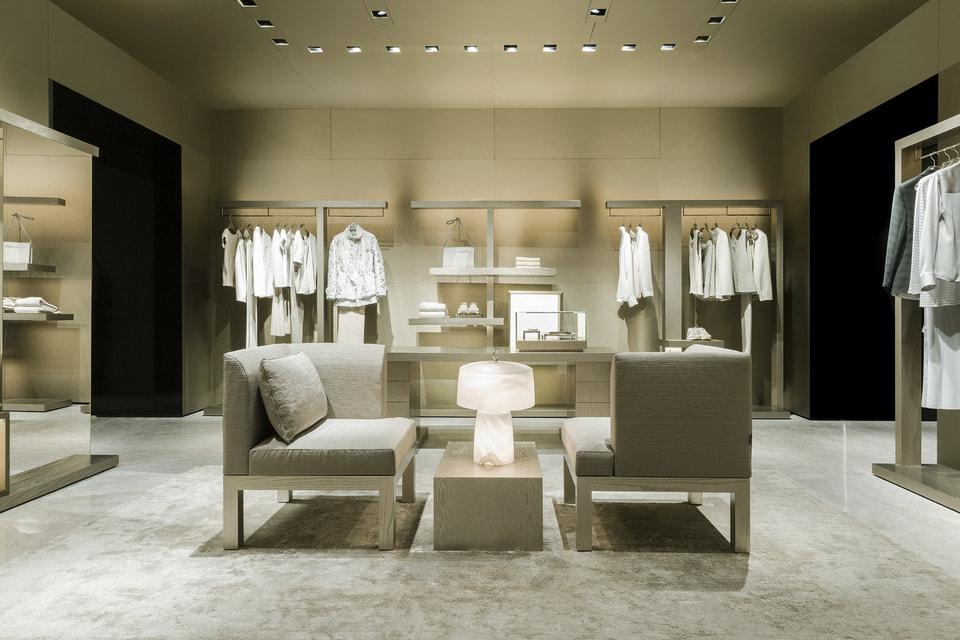 Интерьер бутика Giorgio Armani в новой дизайнерской концепции: так теперь оформлены бутики марки по всему миру