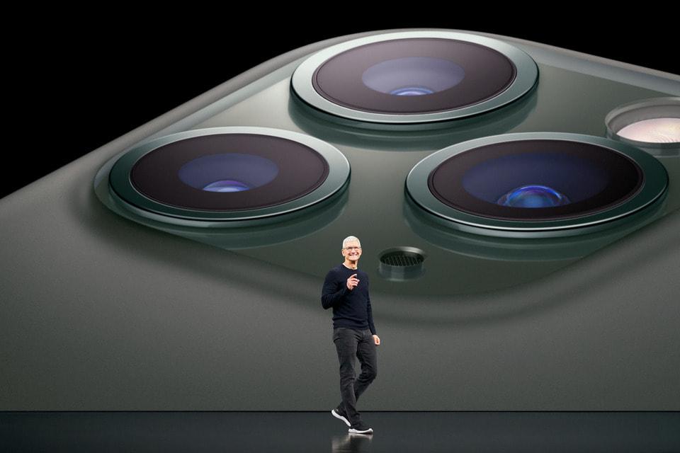 Глава Apple Тим Кук представляет новые iPhone