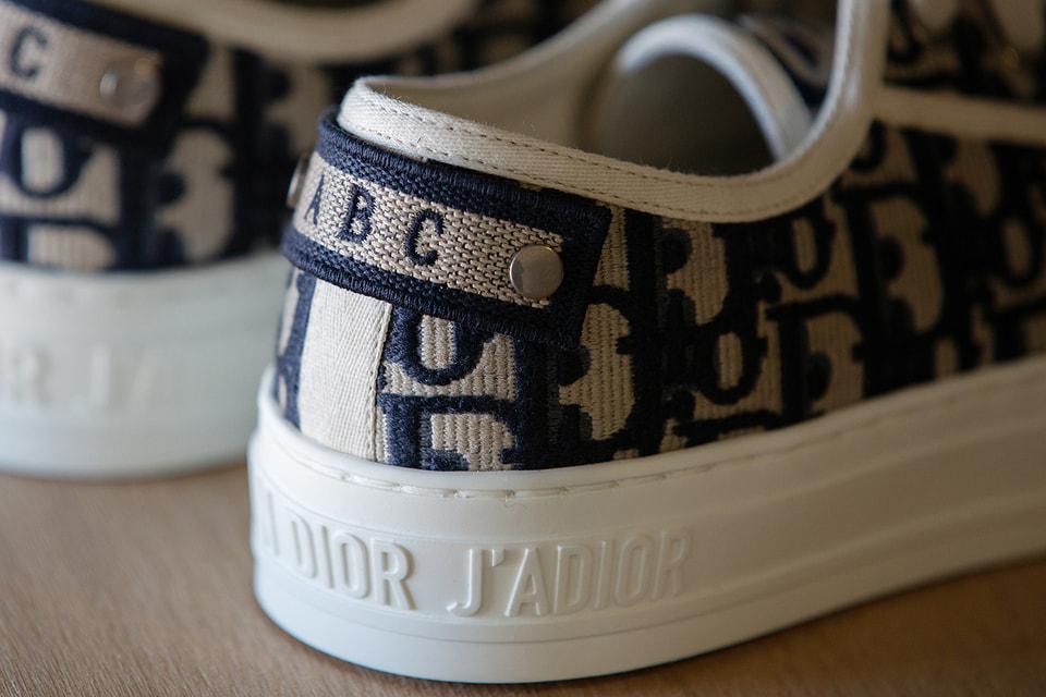 В рамках услуги можно персонализировать кроссовки Walk'n'Dior