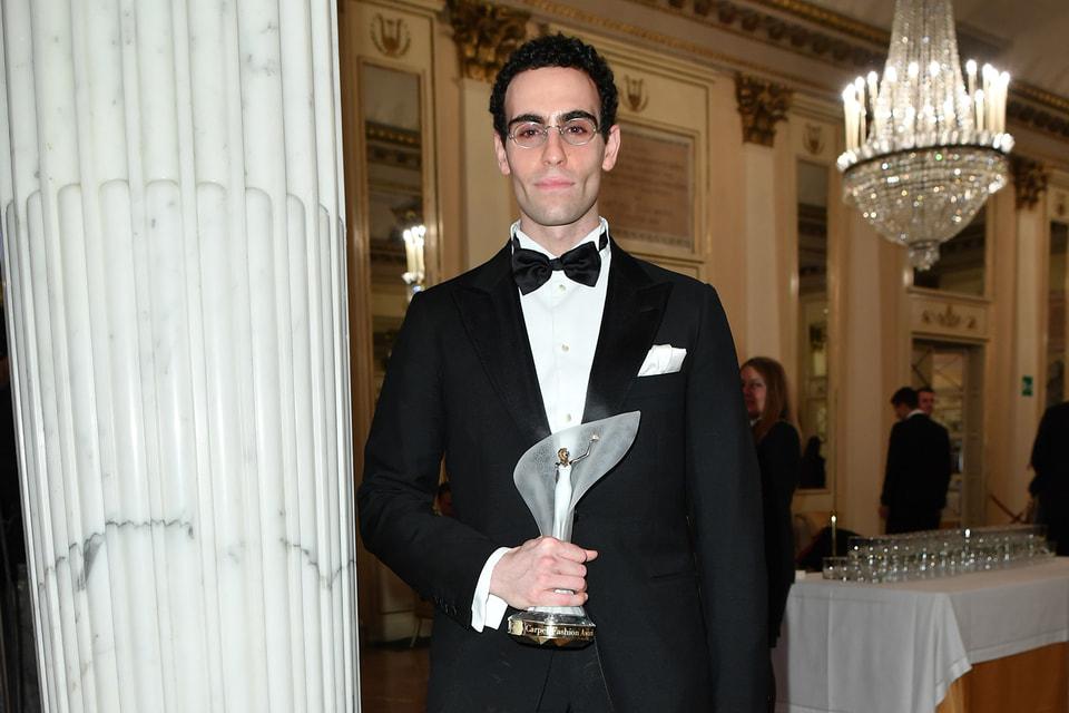 Элия Марамотти, представитель третьего поколения владельцев Max Mara Fashion Group награжден статуэткой Green Carpet Fashion Awards  за запатентованную ресайклинговую технологию экологически чистого утеплителя для пальто CamelLuxe