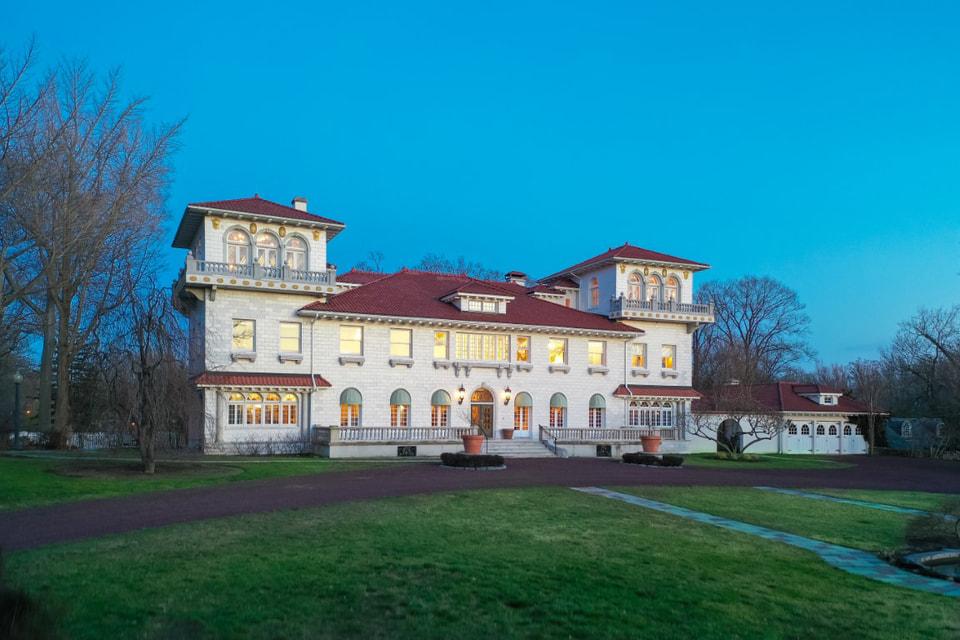 Дом с был спроектирован так, чтобы напоминать итальянскую виллу в стиле эпохи Возрождения