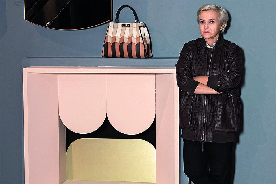 По случаю появления Кристины Челестино в Доме были созданы сумки Peekaboo и предметы багажа в той же стилистике