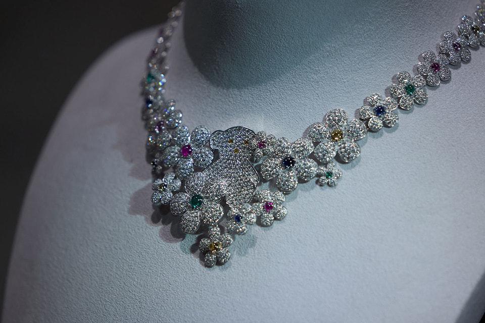 Колье из высокой ювелирной коллекции Atelier Tous Rosa Oriol можно изучить и примерить в Москве, в бутике Tous в ТЦ «Атриум»