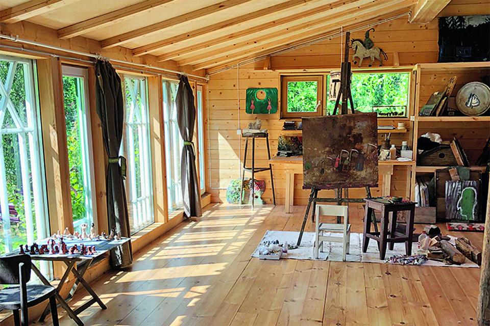 Художник Ирина Затуловская создала для себя зимнюю маленькую мастерскую