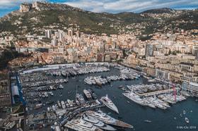 Порт Эркюль, расположенный в бухте княжества Монако, принял у себя больше сотни роскошных суперяхт