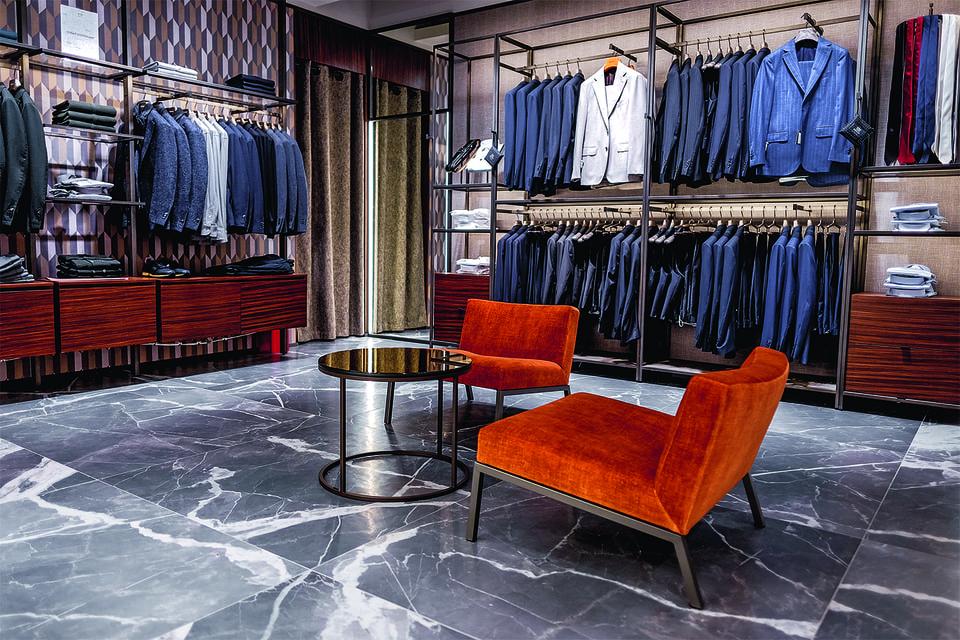 Оранжевые акценты в оформлении интерьеров бутиков Boggi Milano